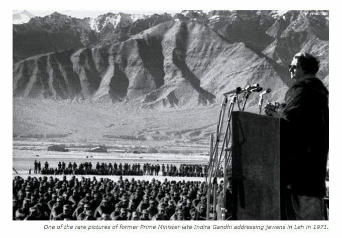 Former PM Indira Gandhi addressing Jawan in Leh in 1971